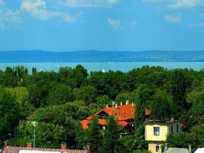Dovolená u Balatonu, Maďarsko